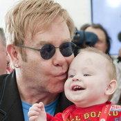 เอลตันกับเด็กน้อยชาวยูเครน