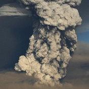 ภูเขาไฟไอซ์แลนด์ระเบิด