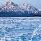 6. ภาพถ่ายทะเลสาบในแคนาดาที่กลายเป็นน้ำแข็ง ถ่ายโดยเอมมานูเอล คูเป ได้รับรางวัลภาพท่องเที่ยวแห่งปี 54 โดยนิตยสารเนชั่นแนลจีโอกราฟฟิก