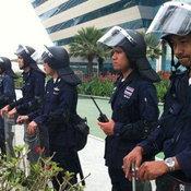 ตำรวจชุดปราบจราจลตรึงเข้มหน้าศาลรัฐธรรมนูญ