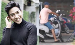 """แฟนคลับ """"โป๊ป"""" เปิดภาพชวนยิ้มพระเอกดังชิลมาก ใส่แตะ ขับมอเตอร์ไซค์ไปเลือกตั้ง"""
