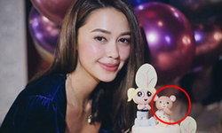 """จับสังเกตเค้กรูปหมีวันเกิด """"แพทริเซีย"""" ถูกเชื่อมโยงกับภาพล่าสุดของ """"โน้ต วิเศษ"""""""