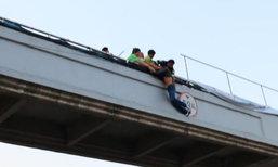 เด็กชายอายุ 13 คิดสั้นโดดสะพานลอย ผิดหวังสาวที่ชอบไม่รับของขวัญ