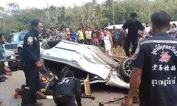 หนุ่มใหญ่ดับสยอง ยางรถระเบิดเหินพุ่งชนรถบรรทุกน้ำมัน