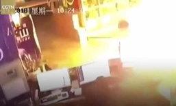 สะดุ้งสุดตัว! หนุ่มจีนเฉียดตาย ตู้เย็นระเบิด-ประตูพังยับเยิน