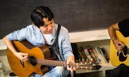 """ครูดนตรีแต่งเพลง """"ก้าวต่อไป"""" ให้เยาวชน ไฟ-ฟ้า บรรเลงและขับร้อง เพื่อแสดงความอาลัย"""