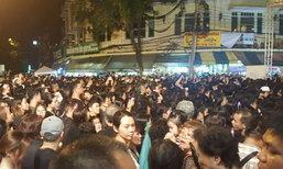 ปชช.เริ่มปักหลักค้างคืน รอเข้าชมงานพระราชพิธีฯ 26 ต.ค.