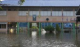 หลายโรงเรียนในปทุมธานีน้ำท่วมเลื่อนการเปิดเรียน