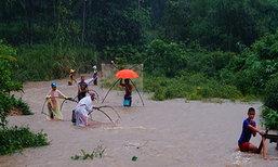 """ใต้ฝนกระหน่ำ-น้ำหลาก ภาคตะวันออกเฝ้าระวัง """"พายุด็อมเร็ย"""""""