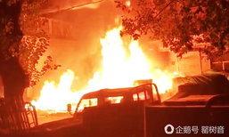 หนุ่มจีนหลับในเวลางานถูกไล่ออก เมา-จุดไฟเผากองสินค้าข้างทางวอด