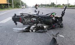 นักศึกษา ปวช. ลองจักรยานยนต์ใหม่ ซิ่งชนท้ายรถตู้ อาการโคม่า