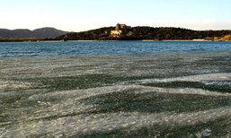 งดงาม เผยภาพทิวทัศน์ทะเลสาบคุนหมิงกลายเป็นน้ำแข็ง