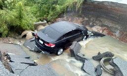 ระทึก น้ำซัดถนนหาดใหญ่-ปัตตานีทางขาด รถเก๋งตก 1 คัน