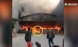 สยอง คนงานจีนไฟลุกท่วมร่างหวิดดับ หลังวิ่งลุยกองเพลิงไปหยิบมือถือ