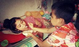หัวใจแกร่ง เด็กชาย 11 ขวบโรครุมเร้า กัดฟันสู้ดูแลแม่ป่วยอัมพฤกษ์