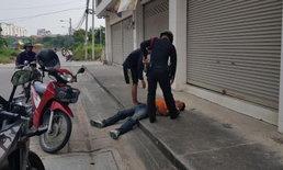 ชาวบ้านนึกว่าตาย หนุ่มขี่วินเมาไม่ขับ จอดหลับนอนแผ่หราข้างถนน