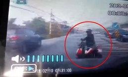 กล้องหน้ารถจับนาที กระบะชนสาวจักรยานยนต์ ร่างกระเด็นเจ็บสาหัส