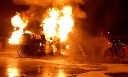 สุดระทึก รถบรรทุกน้ำมันซิ่งชนเก๋ง ระเบิดไฟลุกท่วมเสียชีวิต 1 ราย