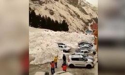 ธรรมชาติสุดสะพรึง กำแพงหิมะถล่ม ไหลลงมาทับรถยนต์นับสิบ