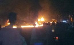 สังคมชื่นชม ชายอินเดียใจกล้า เสี่ยงตายขับรถบรรทุกน้ำมันไฟไหม้ออกจากปั๊ม
