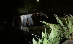 สาวเห็นแมวตัดหน้ารถ เสียหลักพุ่งลงคูเมืองเชียงใหม่ ฝรั่งโดดน้ำช่วย