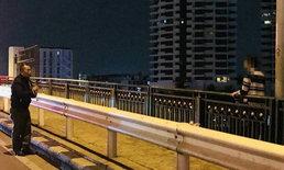 ตำรวจกล่อมช่วยหญิงคิดสั้น หวังโดดสะพานพระปิ่นเกล้าฯ