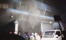 ไม่รู้เลยว่าร้านไฟไหม้ จนกู้ภัยเคาะเรียก 5 ชีวิตนอนชั้น 3 รอดหวุดหวิด