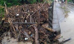 น้ำป่าทะลักท่วม 4 หมู่บ้าน แบบไม่รู้ตัว ปลัดอำเภอเพชรบูรณ์เร่งช่วย