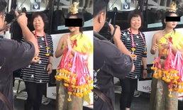 ชาวจีนแซะแรง สาวไทยคล้องมาลัย ยิ้มให้แค่กล้อง