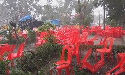 พายุถล่มสถานที่จัดงานงานแห่น้ำขึ้นโฮง ชาวบ้านแตกกระเจิง