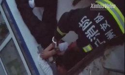 นับถือหัวใจ กู้ภัยจีนเสี่ยงชีวิตคล้องกุญแจมือติดกับชายขู่โดดตึก