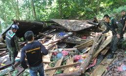 ช้างป่าอาละวาดกินผลไม้ในสวนชาวบ้าน พร้อมทำลายบ้านพัง 2 หลัง