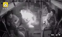 """ชายจีนสะดุ้งสุดตัว """"เพาเวอร์แบงก์"""" ระเบิดไฟลุกกลางรถเมล์"""