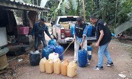 บุกจับนักค้าน้ำมันเถื่อนยึดอีก 12,000 ลิตร พบลักลอบขายในพื้นที่กันโจ๋งครึ่ม