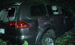 วิศวกรซิ่งปาเจโร่ชนราวสะพานตีลังกาหลายตลบ ร่างกระเด็นออกนอกรถ เสียชีวิต