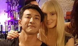 """""""บอย พิษณุ"""" เผยโฉมหวานใจ สาวฝรั่งยิ้มสวย ถ่ายภาพนั่งอิงแอบ เพื่อนซุปตาร์แซวหนักมาก"""