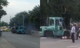 ปลิดชีพหยุดคลั่ง! ตร.จีนวิสามัญชายขับรถยก ชนดะไปทั่วถนน