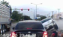 สังเวยสามแยกอาถรรพ์ กล้องหน้ารถเผยวินาที เก๋งพุ่งชน 6 คันรวด ดับคาที่ 1 เจ็บ 4