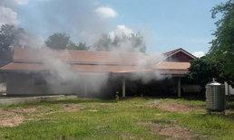 หนุ่มใหญ่โมโหสติหลุด คลั่งจุดไฟเผาบ้านเผารถน้องสาววอด