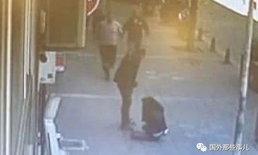 ภาพน่าเวทนา หนุ่มตบตีสาวกลางถนน หลังเพิ่งหย่าร้างกันเสร็จ