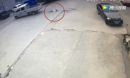 สลด เด็กชายปั่นจักรยานถูกกระบะขับย้อนศร พุ่งชน-เหยียบซ้ำ ดับ