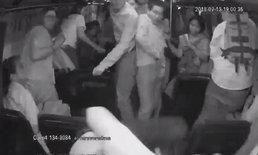 ผู้โดยสารขวัญผวา วัยรุ่นตีกัน-ควักปืนยิงคู่กรณี เฉียดตายบนรถเมล์ ปอ.134 (มีคลิป)
