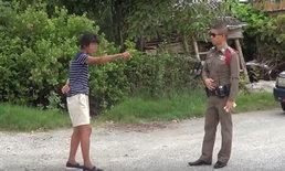 เจ้าอินดี้-ใช้เท้าเจิมรถ 4 คันรวด ตำรวจเข้าเกลี้ยกล่อมพบสติไม่ดีพากลับบ้าน