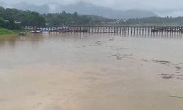 สังขละฯ อ่วม ! น้ำท่วมสูงเกือบถึงสะพานมอญ 200 หลังคาเรือนเดือดร้อนหนัก