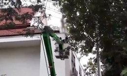 ผู้ป่วยหนุ่มเครียดทะเลาะเมีย คลั่งแก้ผ้าเปลือยปีนหลังคาโรงพยาบาล