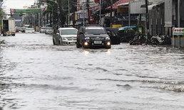 """""""หนองคาย"""" น้ำท่วมฉับพลัน หลังฝนตกนานกว่า 1 ชั่วโมง รถเล็กสัญจรลำบาก"""