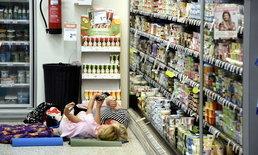 """ซูเปอร์มาร์เก็ต """"ฟินแลนด์"""" เปิดแอร์ให้ชาวบ้านนอนค้างคืน หลังเจอคลื่นความร้อน"""