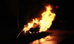 พลเมืองดีเสียใจ เจอแท็กซี่สาวรถคว่ำแต่ช่วยไม่ไหว เห็นไฟคลอกสยองต่อหน้า