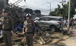 รถยนต์เสียหลักพุ่งชนจักรยานดับ 1 ศพ โค่นเสาไฟล้ม 7 ต้น