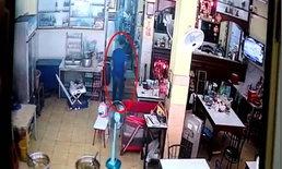 ทำเนียน-คนร้ายทำทีไปนั่งกินอาหาร เจ้าของร้านเผลอฉกกระเป๋าหลบหนีลอยนวล